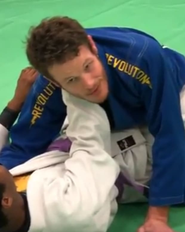 how-to-defend-against-the-x-choke-from-closed-guard