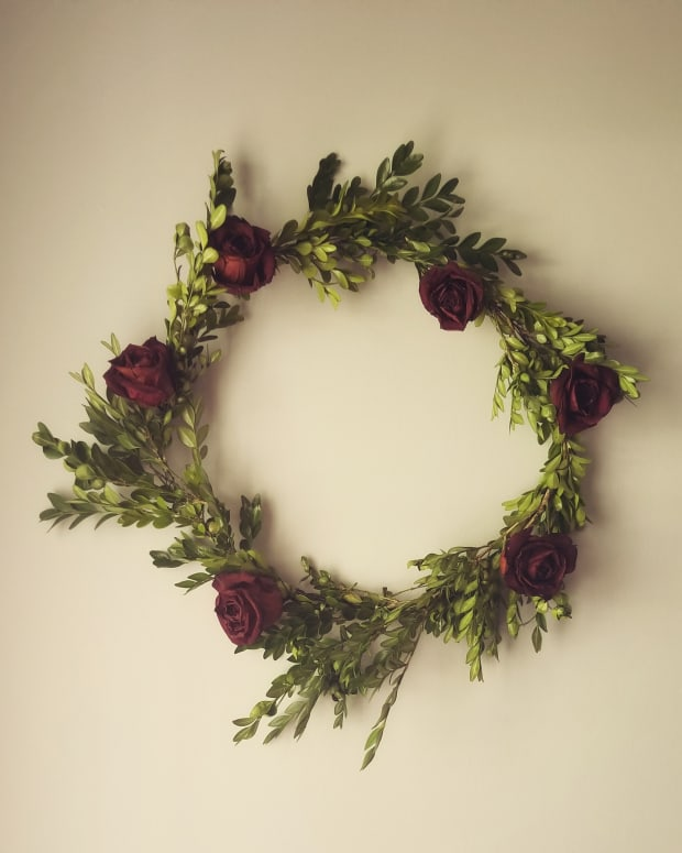 diy-boxwood-and-rose-wreath