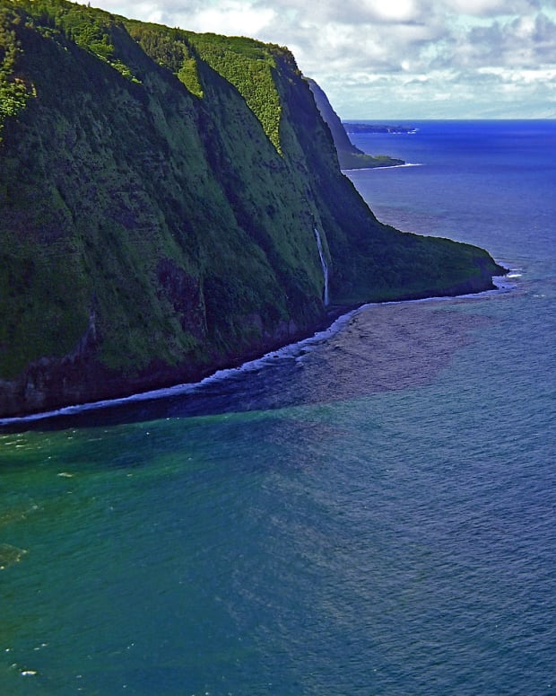 hawaii-road-trip-waipio-valley-lookout-big-island