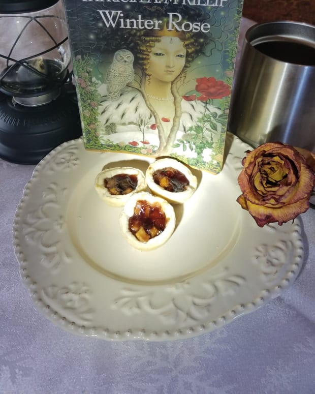the-winter-rose-book-discussion-and-blackberry-pie-bites-recipe