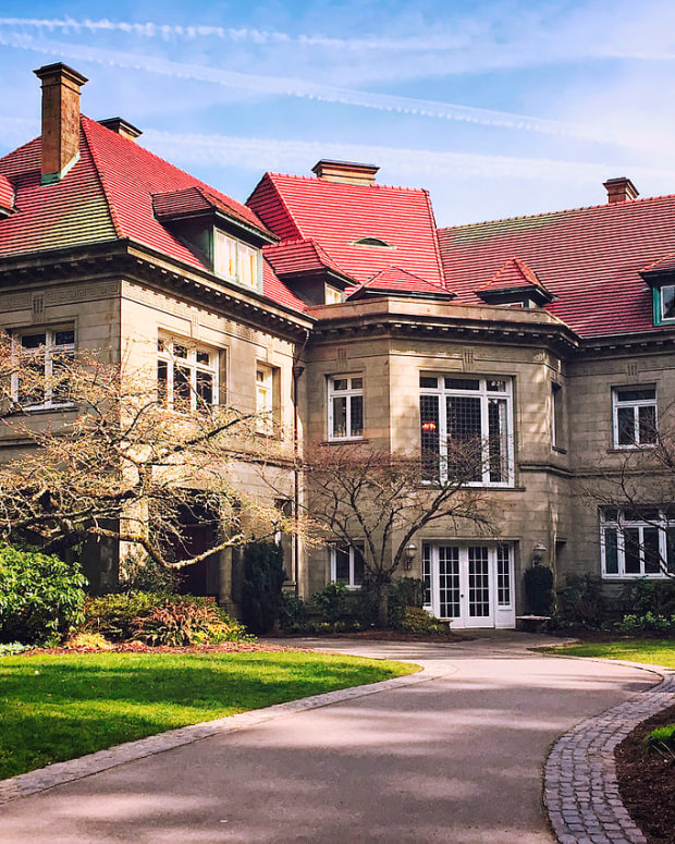 historic-and-elegant-pittock-mansion-in-portland-oregon