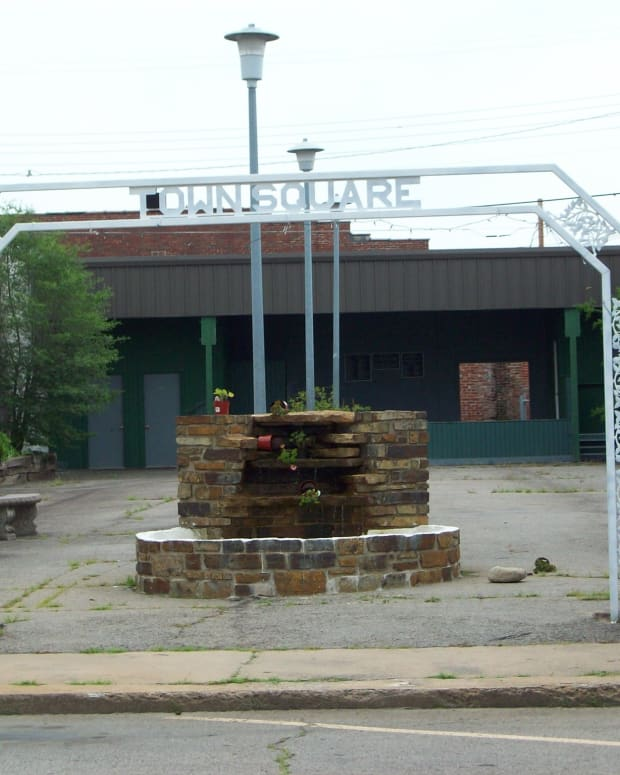 downtown-poteau-town-square-pocket-park-revitalization