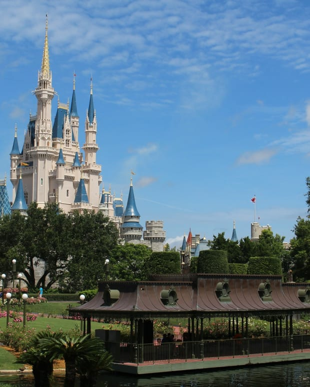 top-10-accessories-every-parent-should-have-for-walt-disney-world