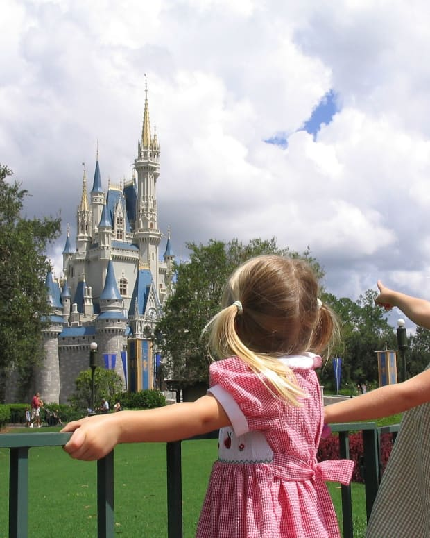8-free-services-at-walt-disney-worlds-magic-kingdom-that-makes-life-easier-for-parents