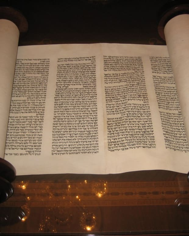 reading-the-bible-in-english-and-hebrew
