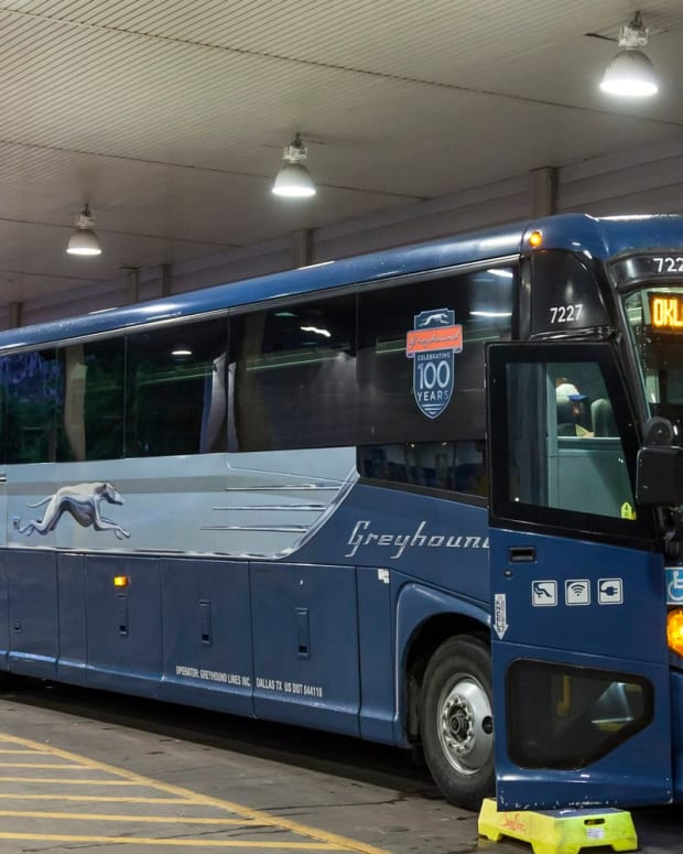 10-must-have-items-for-your-greyhound-bus-trip