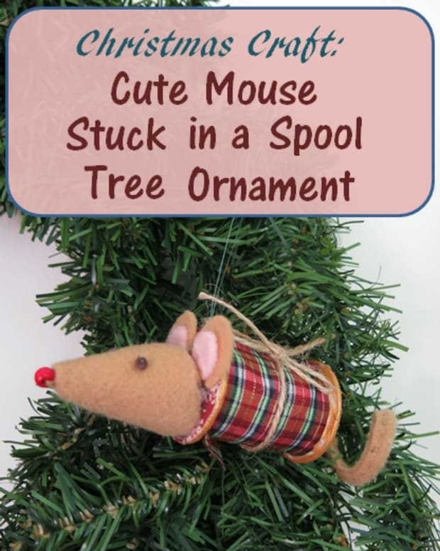 diy-christmas-craft-cute-mouse-stuck-in-a-spool-tree-decoration