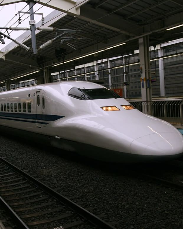 getting-around-japan-planes-vs-bullet-trains