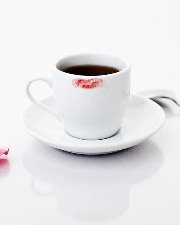 lipstick-stains-on-the-coffee-mug