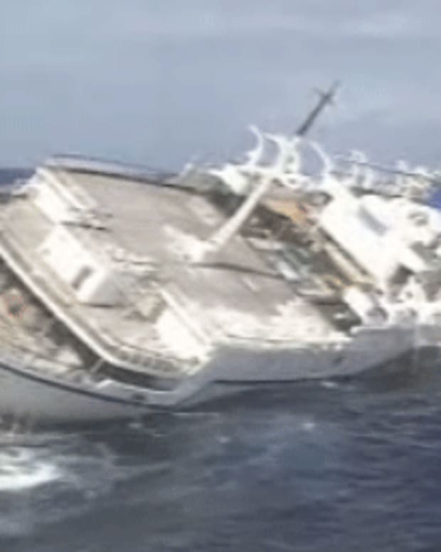 sinking-of-the-oceanos-cruise-ship