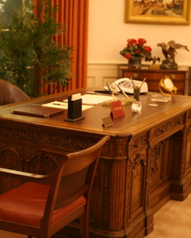 the-resolute-presidential-desk