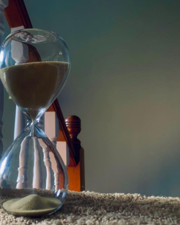 hourglass-wind