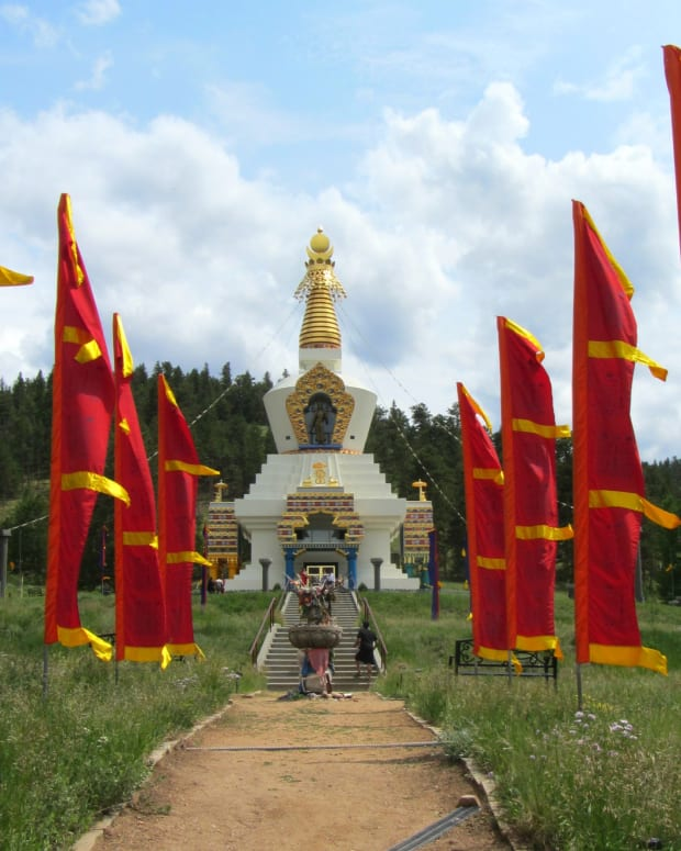 the-great-stupa-of-dharmakaya-a-buddhist-shrine-in-the-colorado-rockies
