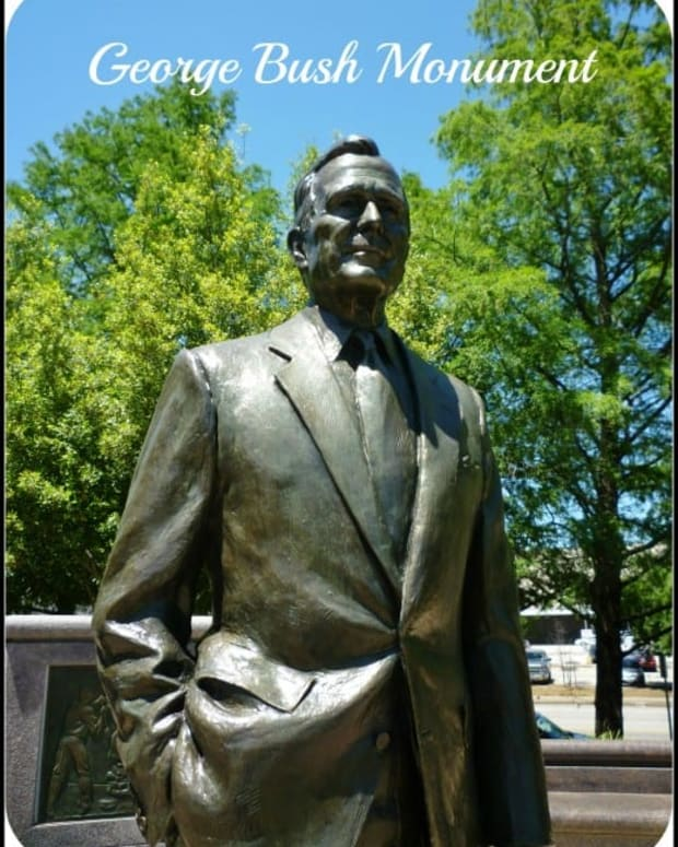 george-hw-bush-monument-in-sesquicentennial-park-houston