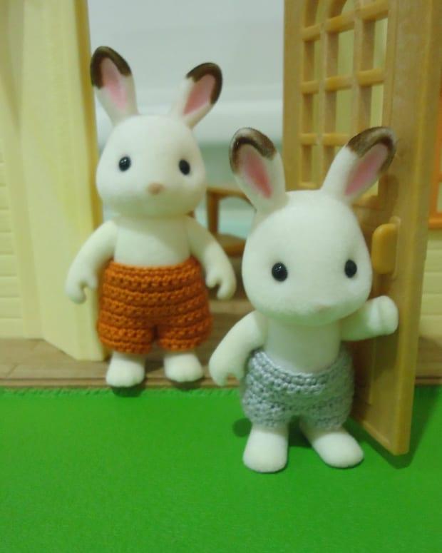 sylvanian-families-swimming-trunks-free-crochet-pattern