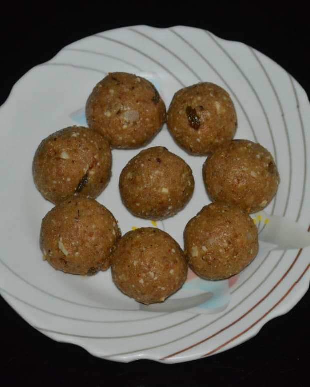 indian-sweets-wheat-flour-and-dry-fruits-laddu-recipe