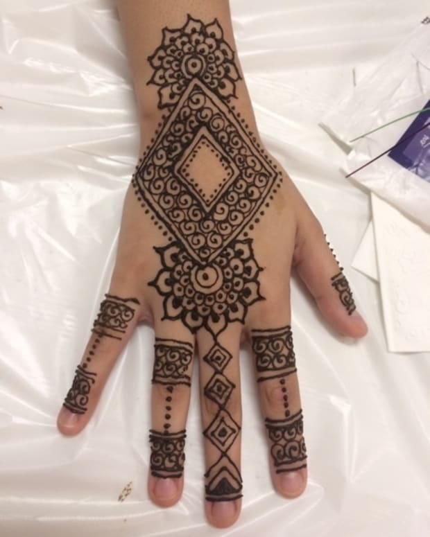 how-to-do-henna-the-basics-and-foundation-of-hennamehendi-part-1-the-henna-cone-and-henna-paste