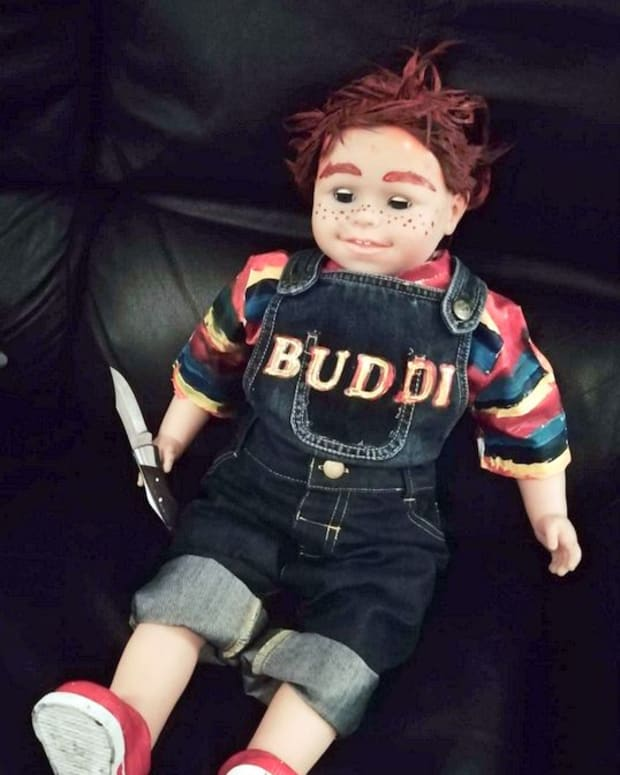 halloween-diy-displays-how-to-make-a-scary-evil-buddi-chucky-doll-for-your-halloween-yard-display