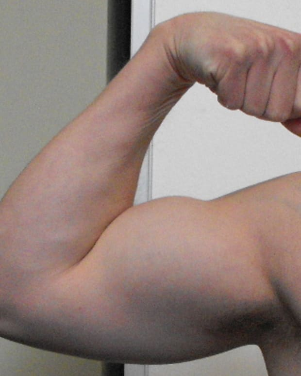large-biceps-exercises-to-build-bigger-biceps-without-using-weights