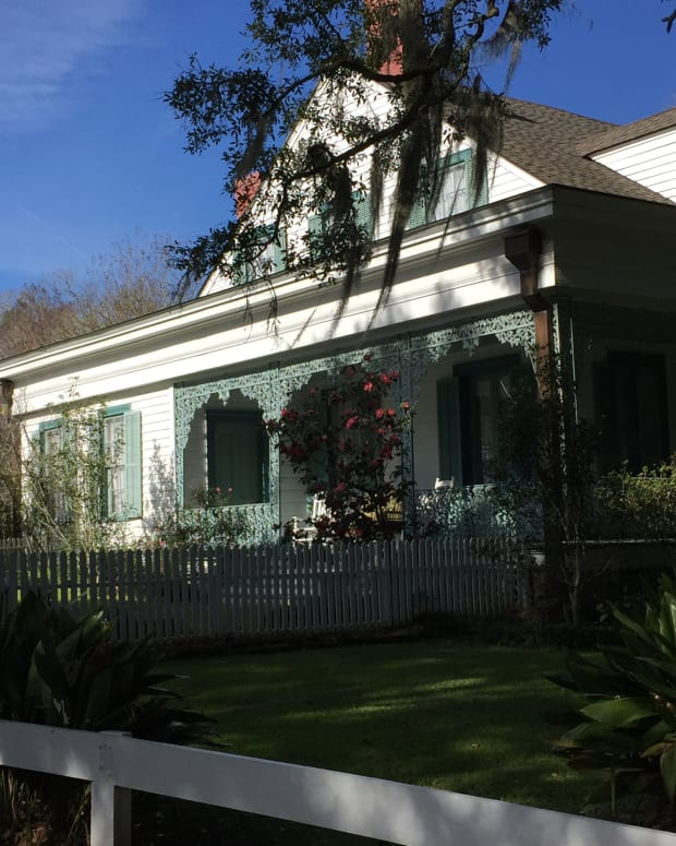 the-mystique-of-the-myrtles-plantation