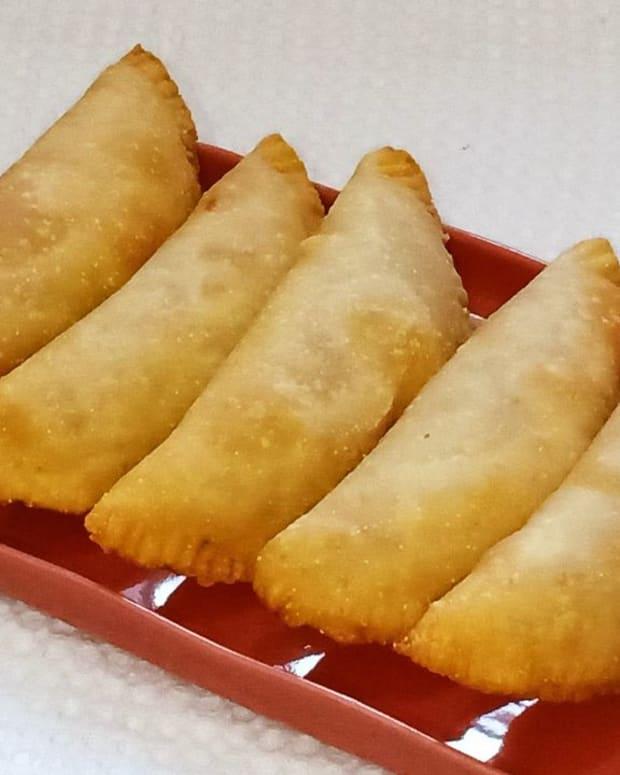 karanji-recipe-with-jaggery-dry-coconut-ganesh-chaturthi-festival-recipe