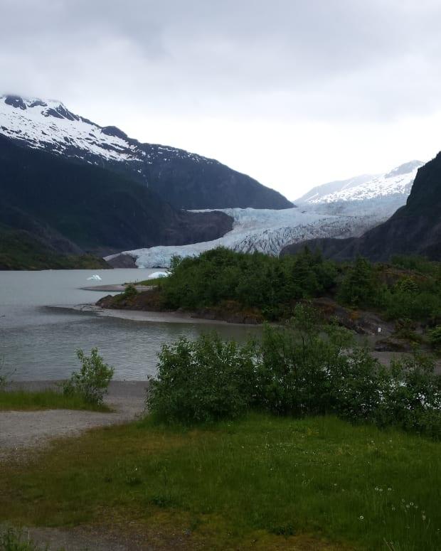 mendenhall-glacier-southeast-alaskas-great-wonder