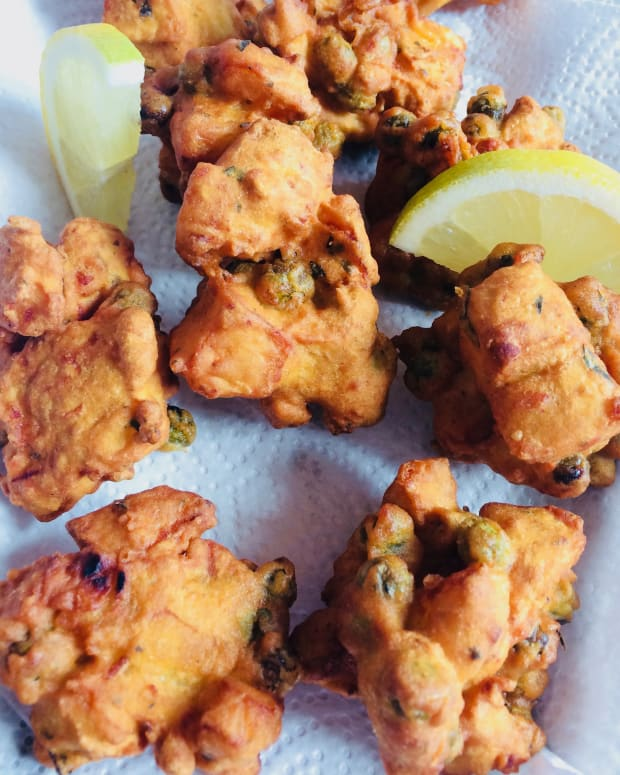 vegetable-pakoras-with-carrot-and-onion-raita