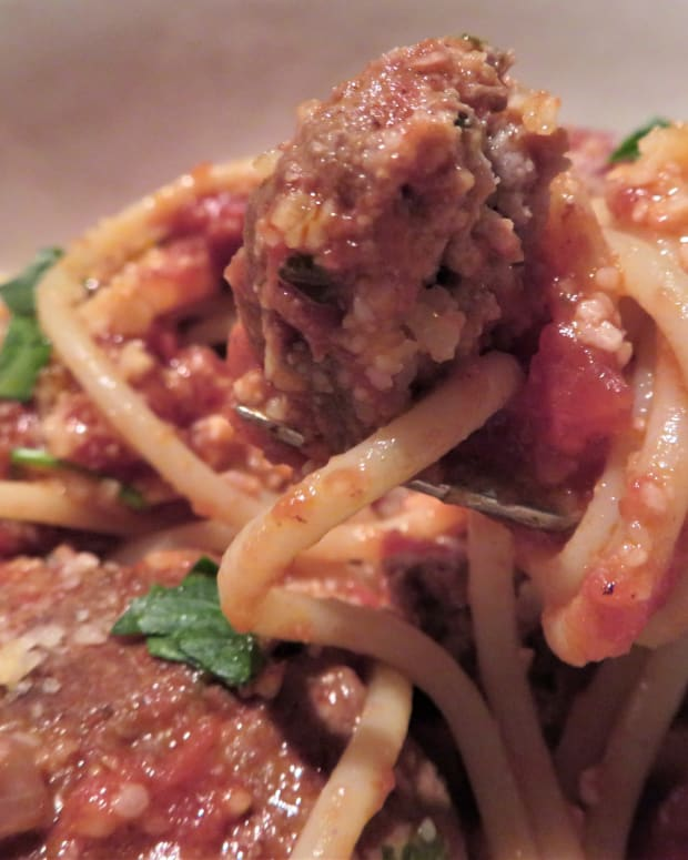 homemade-meatballs-and-spaghetti-sauce-recipe-sure-to-please-family-and-guests