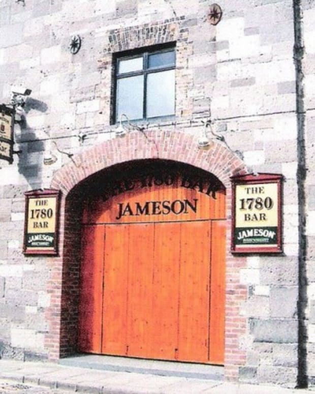jameson-irish-whiskey-distillery-dublin-ireland-visitor-centre-places-visit-in-smithfield-bow-street