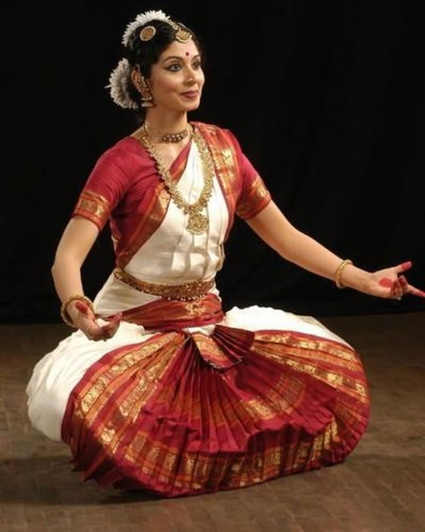 an-introduction-to-the-indian-dance-forms-classical-folk-bollywood
