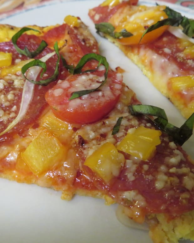 how-to-make-a-delicious-homemade-pizza-with-a-spaghetti-squash-crust