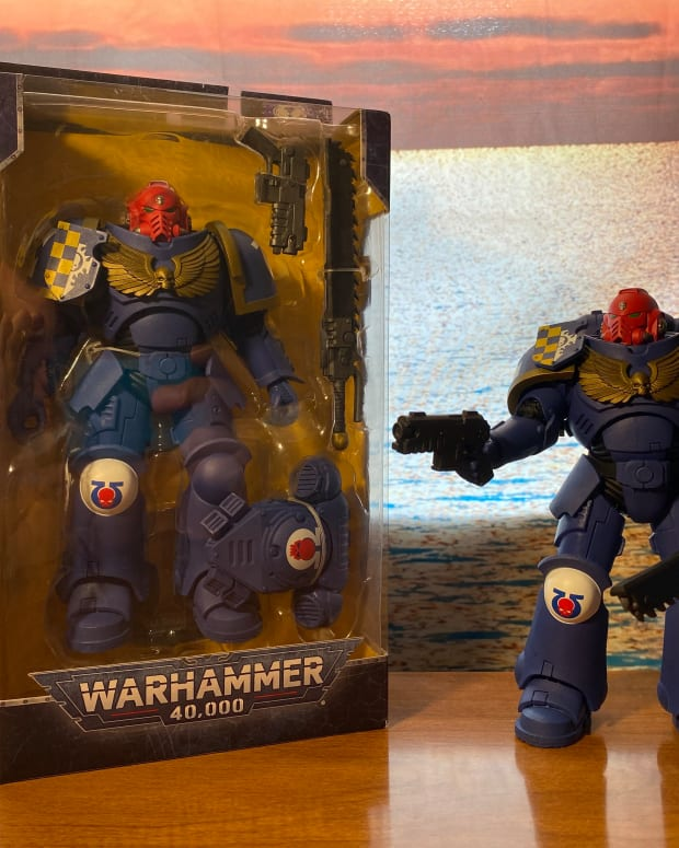 review-of-mcfarlane-toys-warhammer-40-000-ultramarines-primaris-assault-intercessor-7-action-figure
