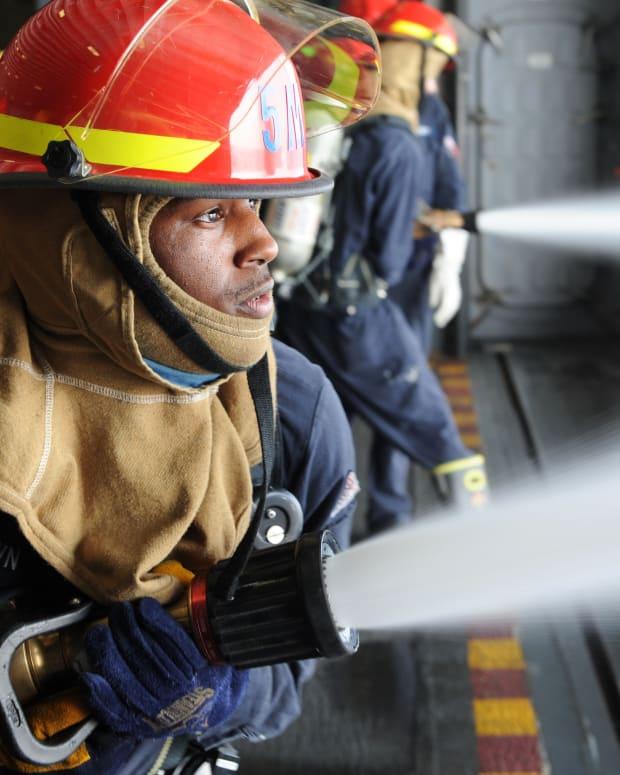 杀戮 - 龙 -  Firefighters-vs-Firea-Trivia-Quiz