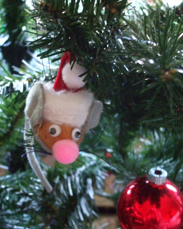 family-and-kids-easy-how-to-make-walnut-christmas-mouse-ornaments