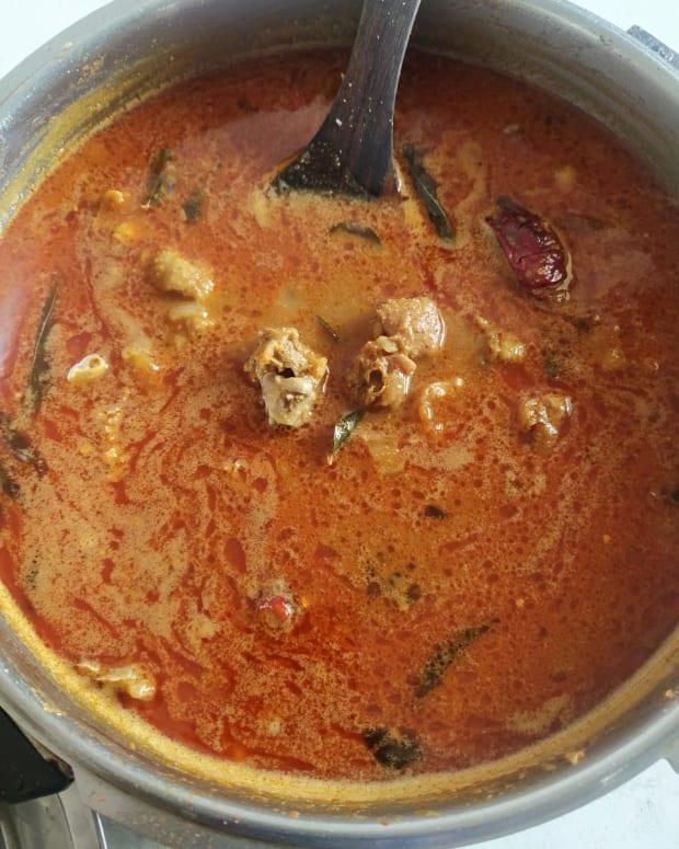 naatu-kozhi-kuzhambu-organic-chicken-curry