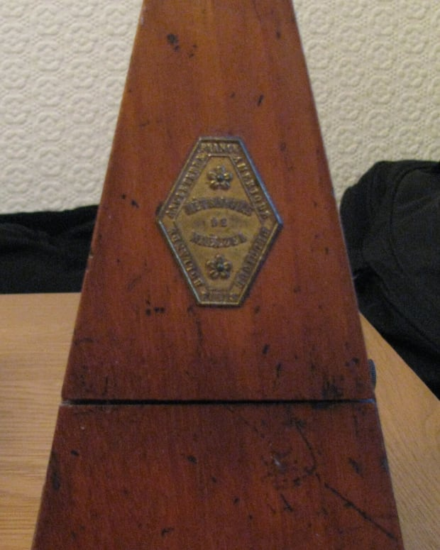 family-history-in-objects-metronome-a-skilled-pianist-childhood-memories-and-technical-information