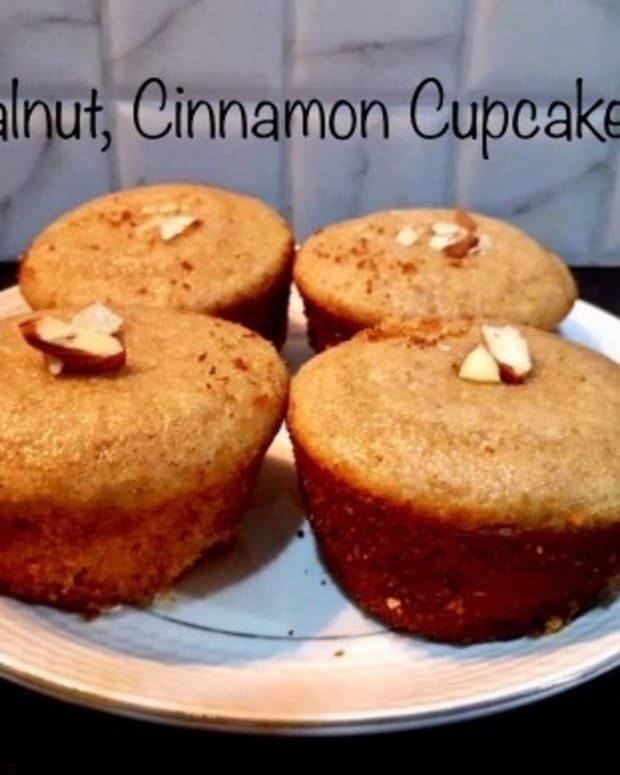 make-your-evenings-better-with-refreshing-coffee-and-delicious-walnut-cinnamon-cupcake