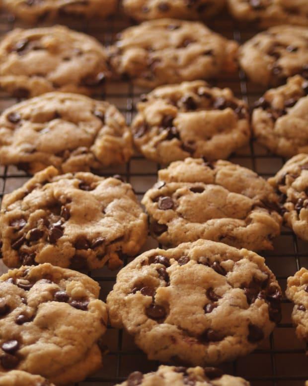 vegan-cream-cheese-chocolate-chip-cookies