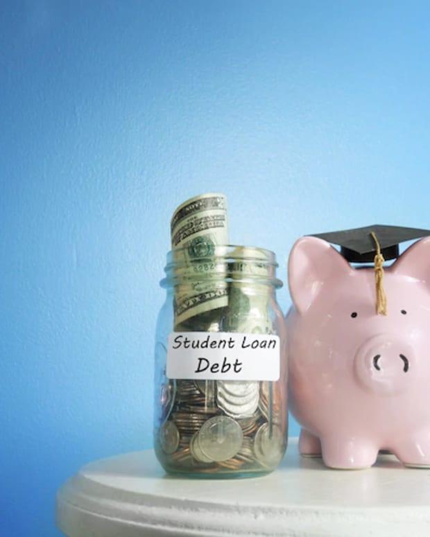 偿还100000岁的学生贷款 - 债务两年