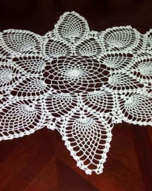 captivating-crochet-make-wall-hangings--runners--curtains--christmas-decorations-and-more