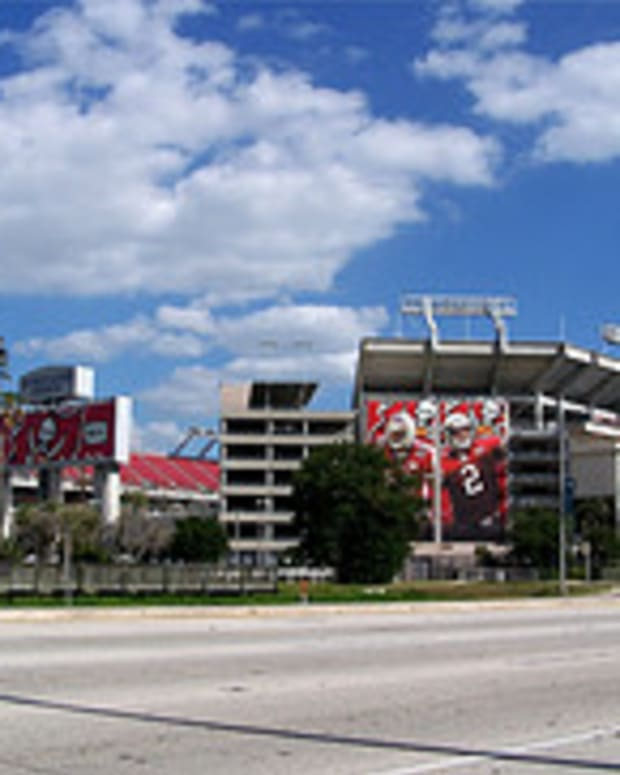 Raymond James Stadium www.flickr.com