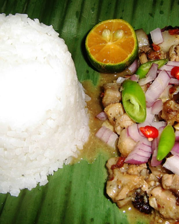 Spicy 'Sisig' Served with Steamed Rice on Banana Leaf (Photo courtesy by vintagetei from Flickr)