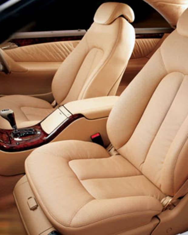 clean-leather-car-seats