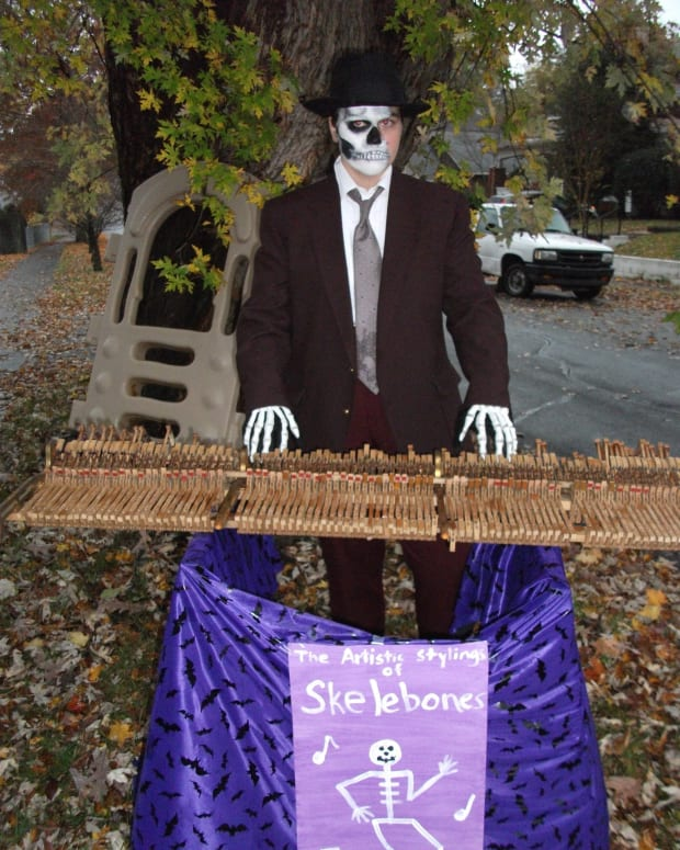 Skeleton Piano Player