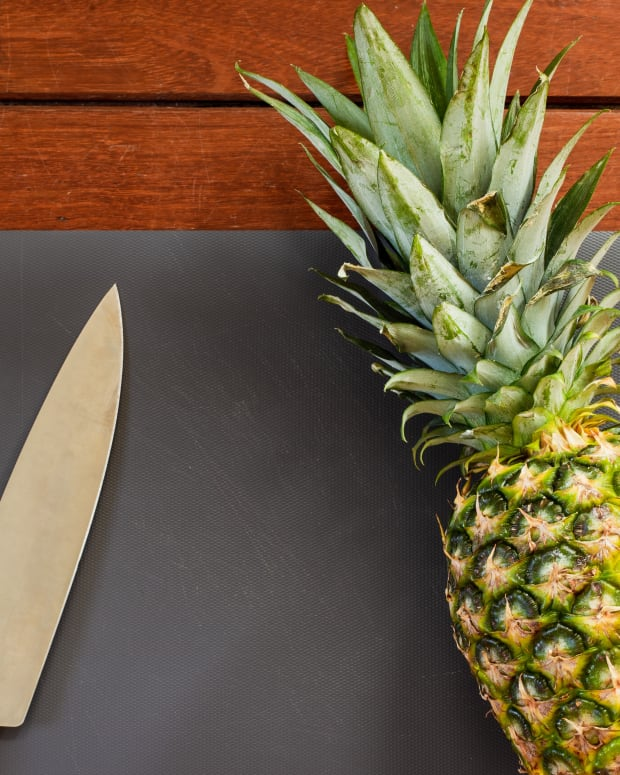 how-to-cut-a-pineapple