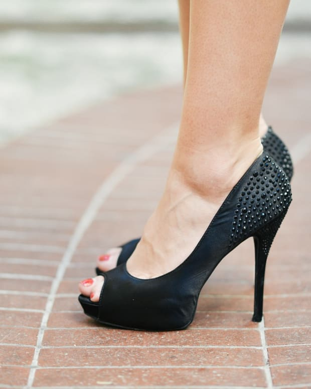 does-wearing-high-heeled-shoes-cause-mortons-neuroma