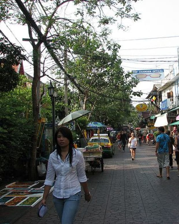 Entrance to Soi Rambuttri on Thanon Chakrabongse