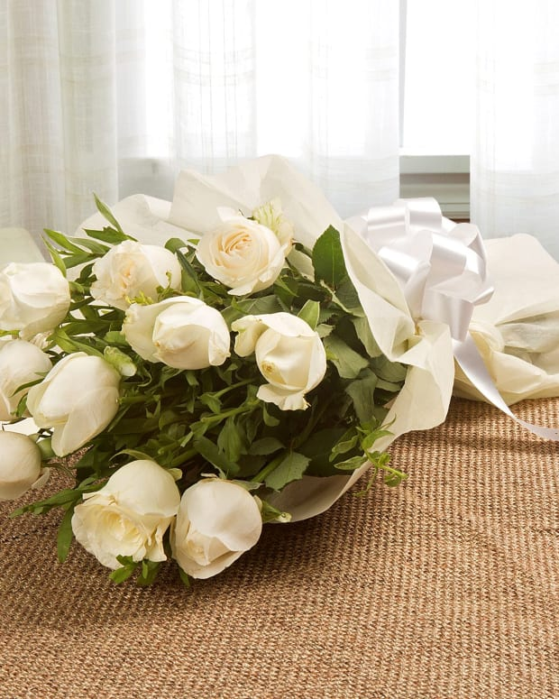 the-bouquet-of-white-roses