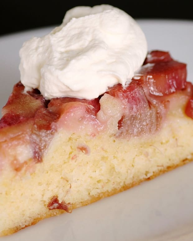 rhubarb-strawberry-cake