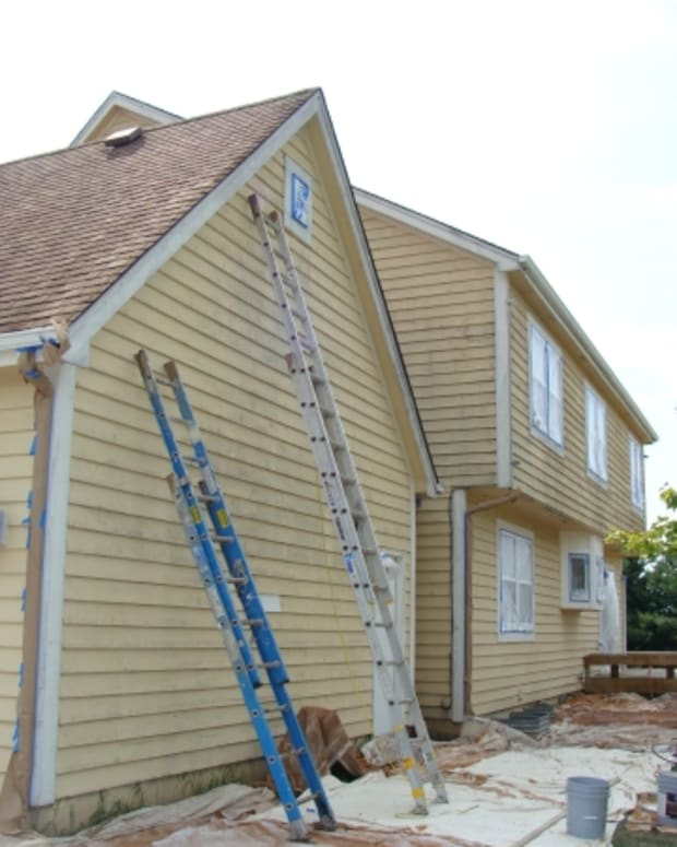 tips-and-tools-for-painting-exterior-trim-from-a-steep-rooftop